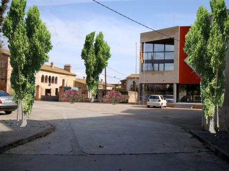 """Plaça ajuntament Vilamaculum """"amb arbres"""". Foto: L.A."""